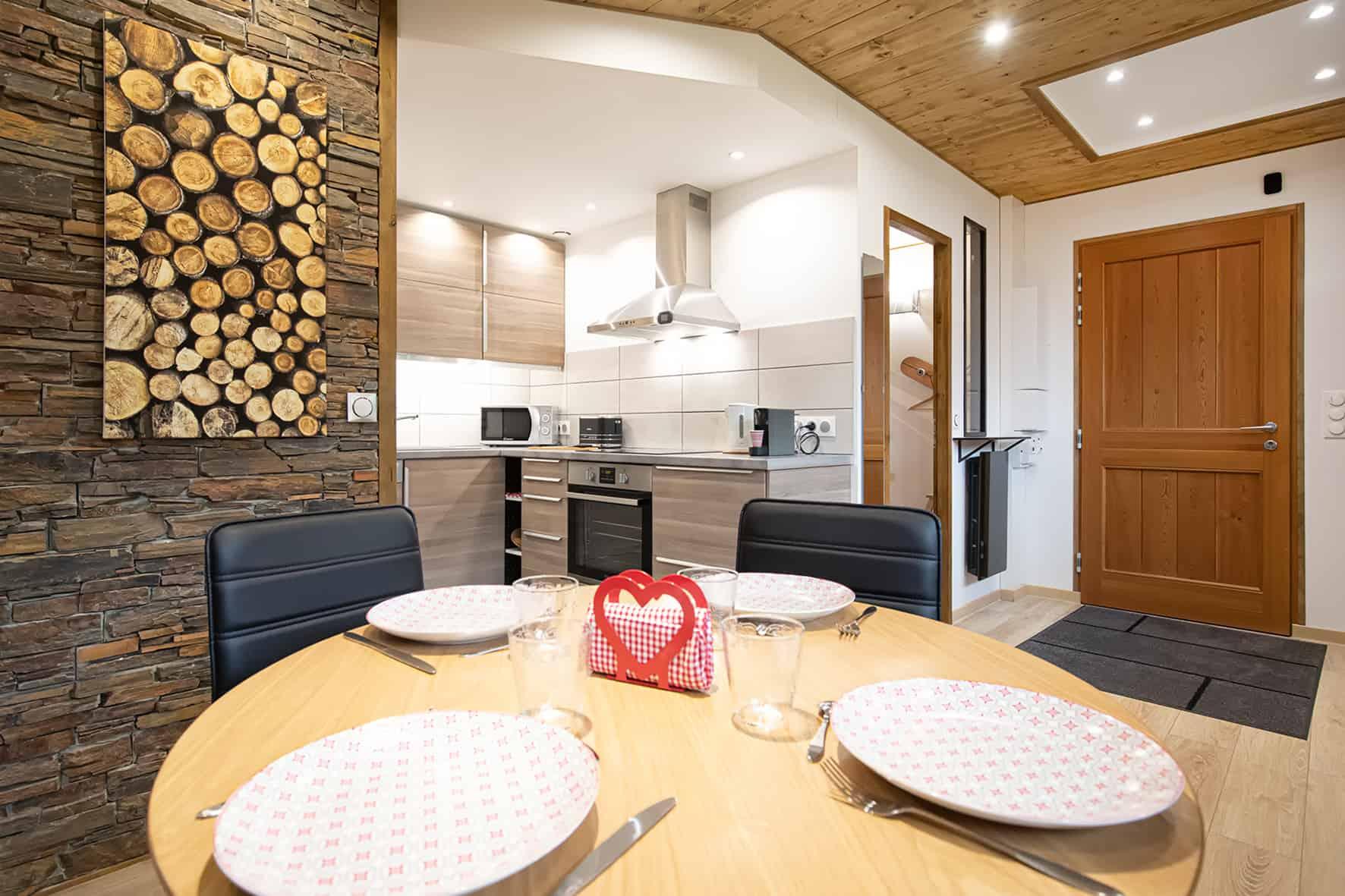 cuisine et salle à manger gîte savoie gîte avrieux